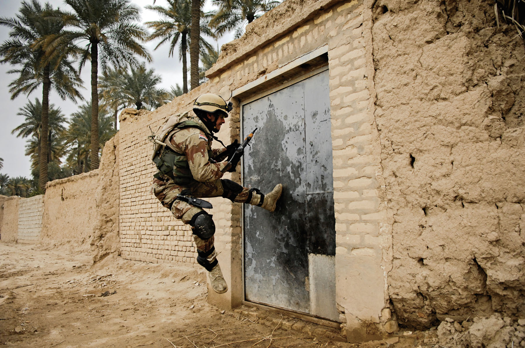 Operation Iraqi Freedom (Soldier kicking door), photo by: SPC Holley Baker